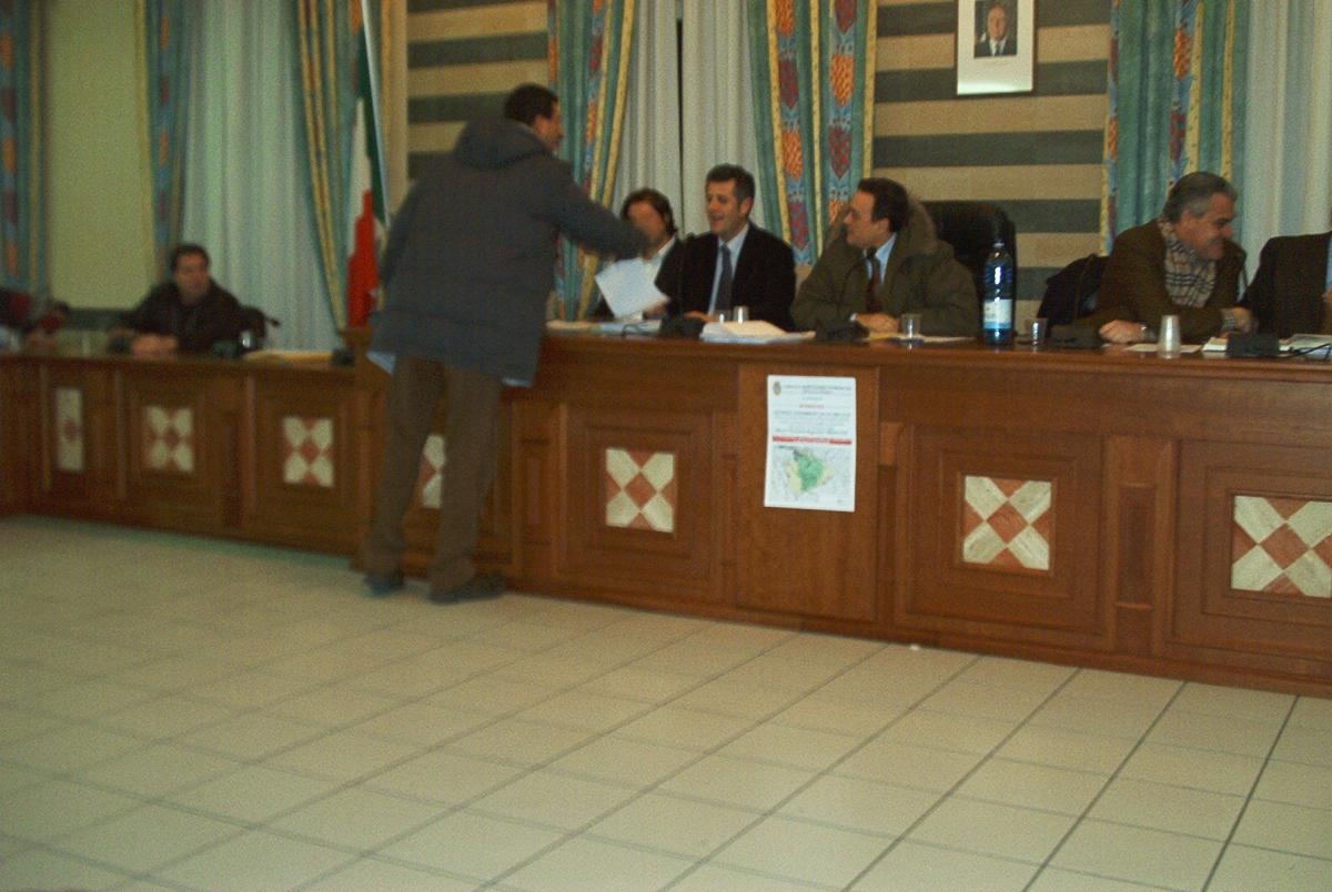 Un momento di un Consiglio comunale di inizio 2005
